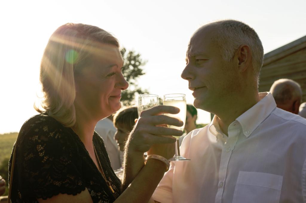 couple soleil vin d'honneur